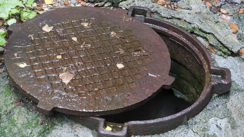 фото канализационный люк