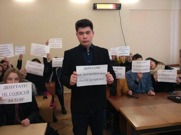 Студенты ОНУ устроили акцию протеста, перекрыв дороги Одессы