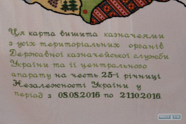 118431-v-ananjeve-pokazali-ogromnuyu-kartu-ukrainy-kotoruyu-vyshivali-po-vsej-strane-big