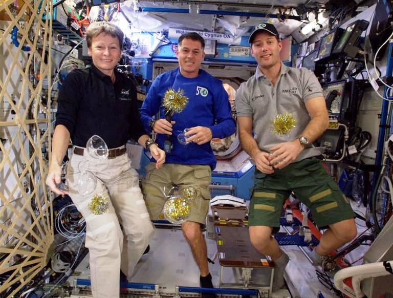 Новый год в космосе 2017