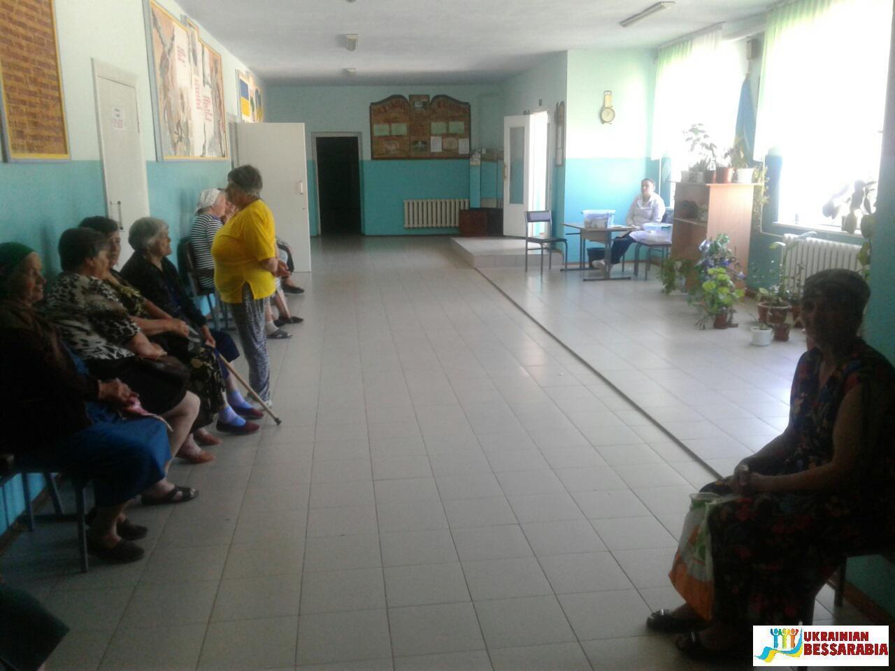 школьный медосмотр ... предоставив помещение учебного заведения для работы комиссии, а также  школьный автобус для организованного подвоза жителей села Васильевка.