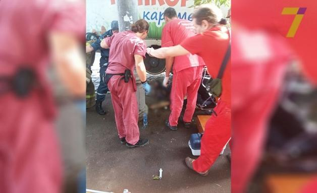 трамвай отрезал девушке ноги