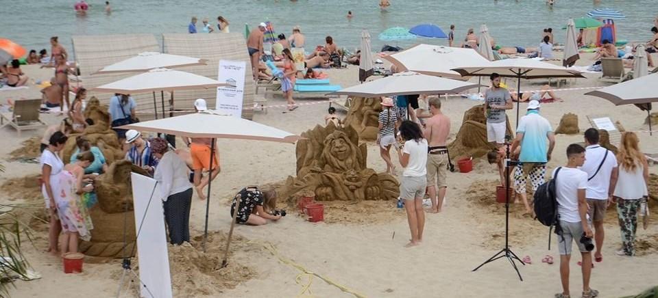 песчаные скульптуры на пляже