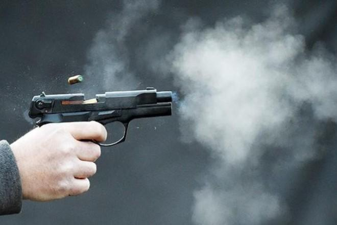 стрелять