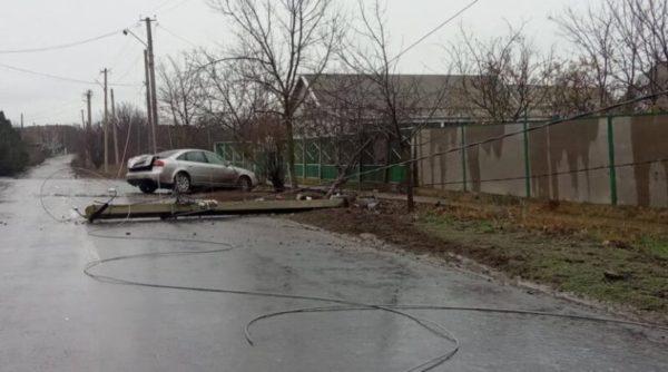 В Килии «Audi» на скорости сбила электроопору на въезде в город