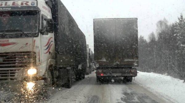 Въезд в Одессу большегрузных авто закрыт до улучшения погодных условий