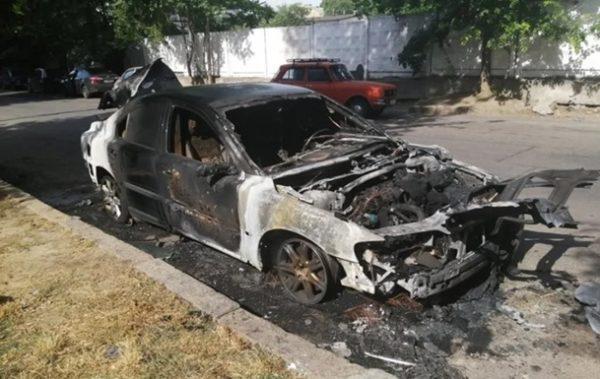 Под Болградом пожарники тушили загоревшуюся машину