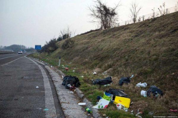 Названа сумма, которую в этом году потратят на уборку мусора на дорогах Одесской области