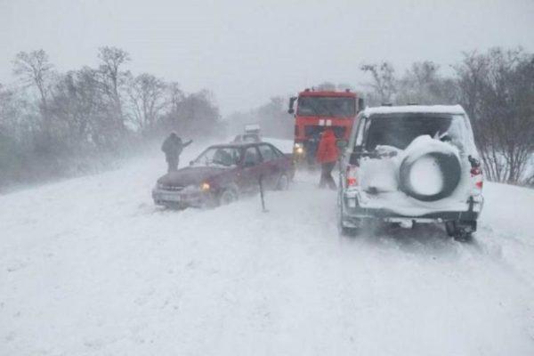 В Тарутино сильный  снег стал проблемой для водителей автомобилей