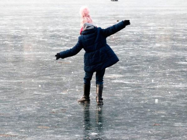 В Белгород-Днестровском дети чуть не провались под лед Днестровского лимана