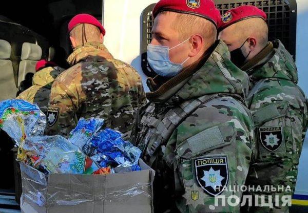 Полицейские привезли и вручили маленьким жителям Арцизского, Саратского и Тарутинского районов рождественские подарки