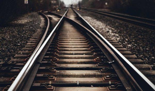 В Одессе 13-летняя девочка попала под колеса поезда