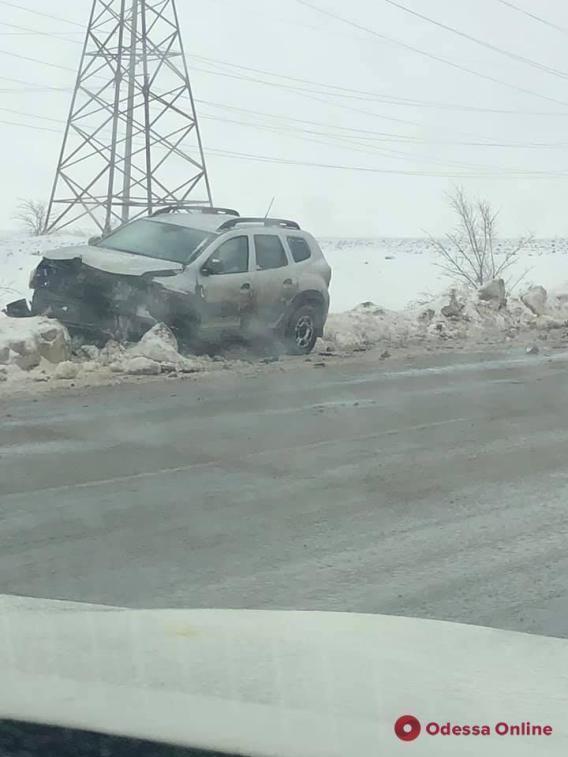 Осторожно, скользкая дорога! Под Одессой из-за гололедицы произошло серьёзное ДТП