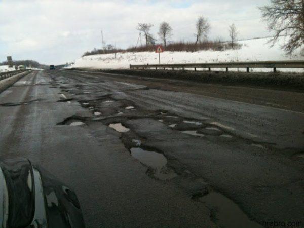 Из-за непогоды на дорогах Одесской области образовались ямы