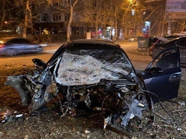 В Одессе в результате страшного ДТП автомобиль разлетелся на куски