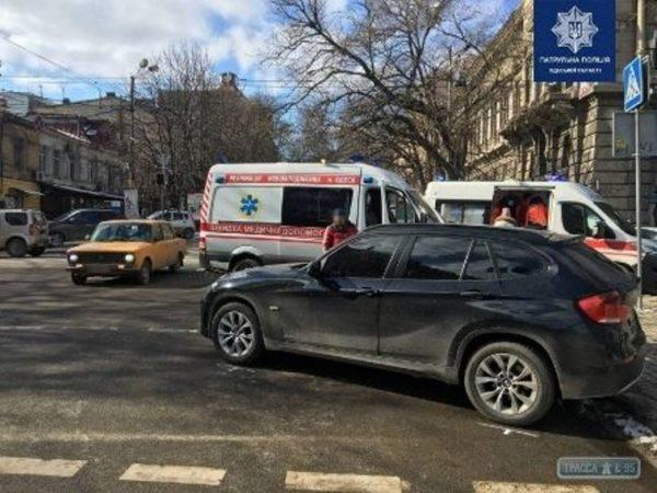 В Одессе столкнулись иномарка и автомобиль скорой помощь с новорожденным ребенком