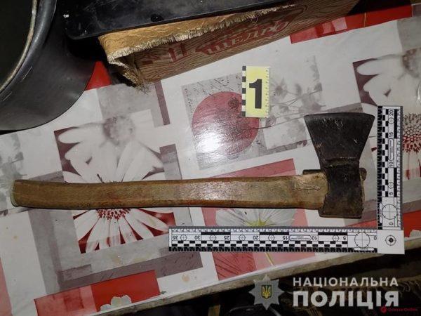Житель Белгород-Днестровской громады ударил отца топором по голове из-за отказа дать сигарету