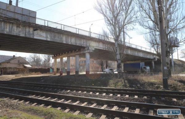 Одесские власти закрыли Ивановский мост для грузовиков и пешеходов