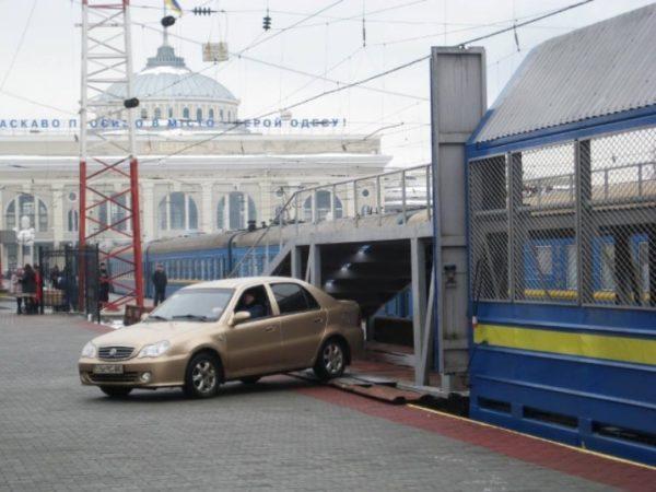К поездам из Одессы добавят вагоны для автомобилей