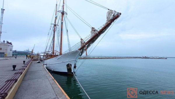 Уникальная яхта прибыла в Одессу после кругосветного путешествия