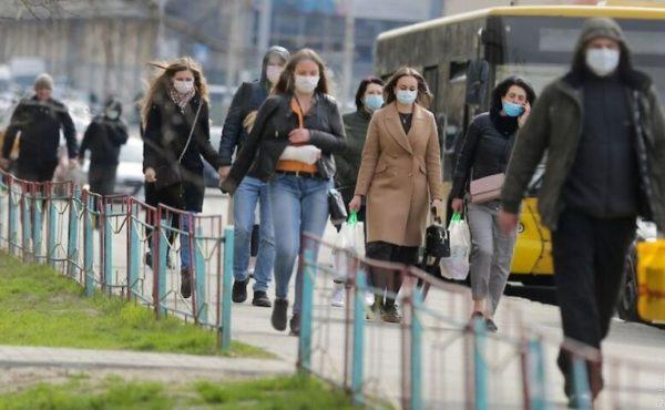 Без маски на улице: украинцам разъяснили, как будут штрафовать за отсутствие защитных средств и где их нужно носить