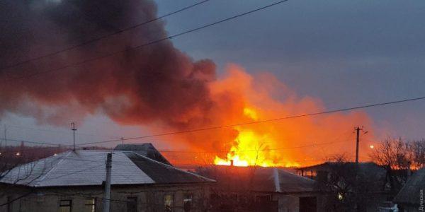 В Измаиле вспыхнул масштабный пожар на Лебяжьем озере