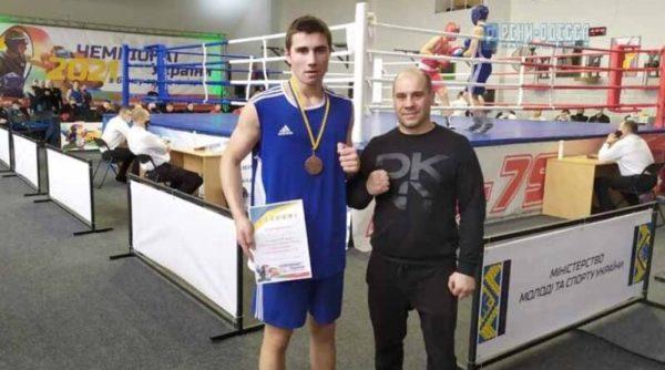 Ренийский боксер Богдан Василиогло выборол бронзу на чемпионате Украины среди юниоров