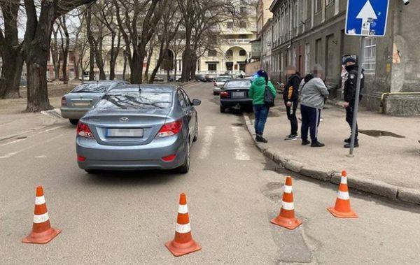 Автомобиль сбил 3 парней на пешеходном переходе в Одессе