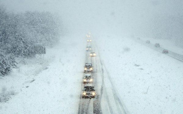 """""""Снег среди ясного неба""""-трассу Одесса-Киев накрыл снегопад"""