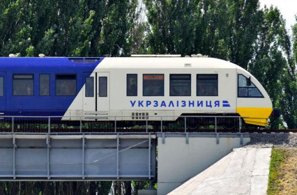 «Укрзалізниця» восстанавливает полноценное движение поездов во всех областях, кроме одной