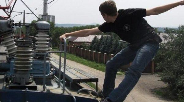 Бегал на крыше поезда: в Одессе 14-летний подросток попал в больницу с 90% ожогов тела