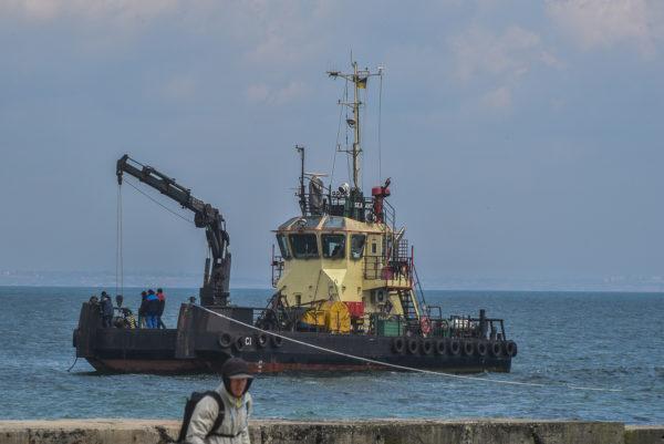 На месте крушения танкера Delfi снова были замечены водолазы