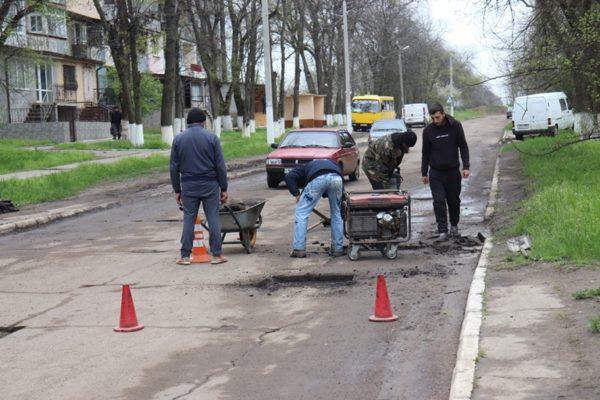 В Арцизе стартовал ямочный ремонт дорог по улицам Строителей Добровольского