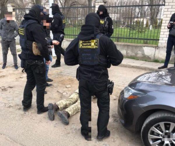 В Одесской области задержали сотрудника военкомата, который требовал взятку от родственника призывника: угрожал отправить юношу на фронт
