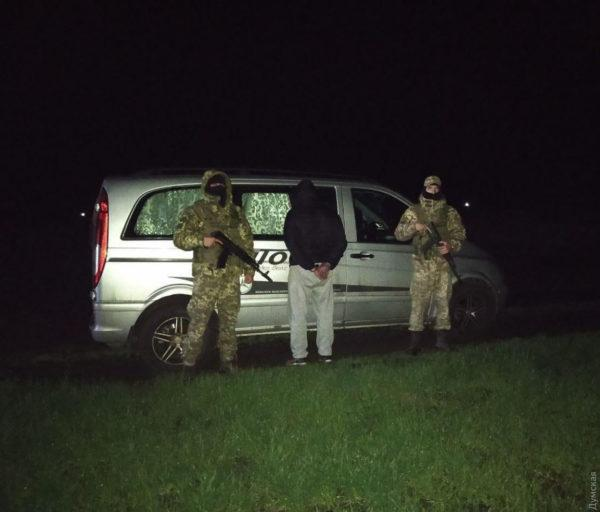 Неплательщик алиментов пытался по полям прорваться из Одесской области в Молдову