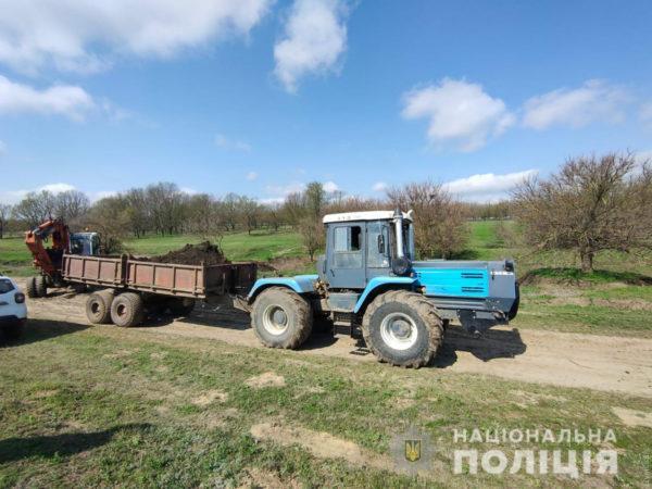 В Одесской области была предотвращена кража чернозема с поля