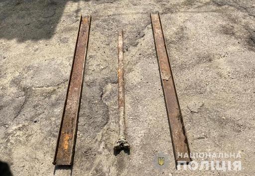 """""""На металлолом""""- в Одесской области семья сломала надгробие ради выгоды"""