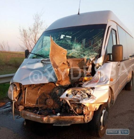 В Одесской области рейсовая маршрутка врезалась в грузовик
