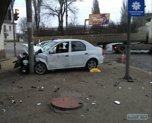 В Одессе пьяный водитель спровоцировал ДТП и разбил остановку