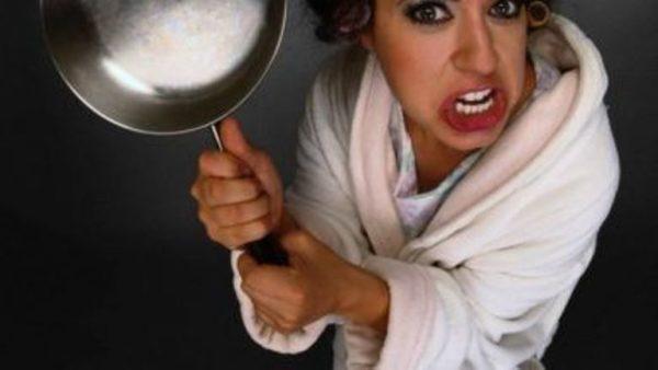 В Одессе мать ударила 10-летнюю дочку горячей сковородкой