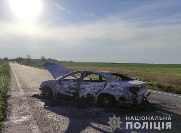 На трассе Одесса-Рени полностью сгорел Lexus