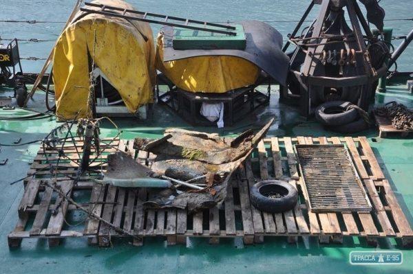 В Одессе водолазы очистили пляж «Дельфин» от затонувшего танкера