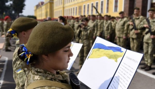 Женщин Одесской области приглашают служить в армию