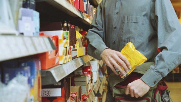 Житель Килии «засветился» на видеокамерах магазинов Измаила во время краж продуктов и бытовой химии