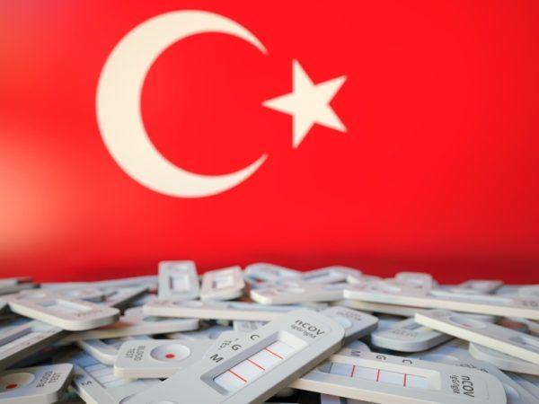Турция отменяет требование по ПЦР-тестам для авиапассажиров из Украины