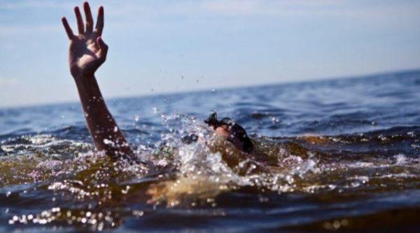 В Одесской области спасатели среди ночи доставали женщину из пруда