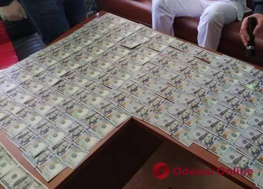 В Одессе завотделением кардиохирургии требовал от пациента взятку за операцию