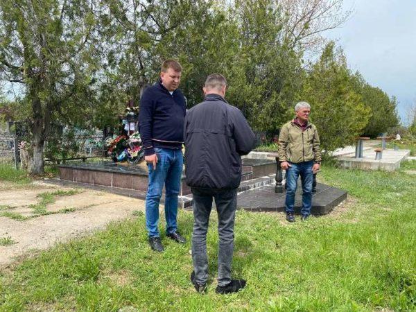 Глава Арцизской громады проинспектировал подготовку городских кладбищ к поминальным дням