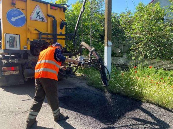 В Арцизе продолжают проводить ямочный ремонт дорог