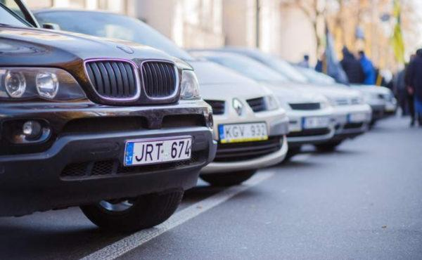 Зеленский подписал законы о льготной растаможке «евроблях»